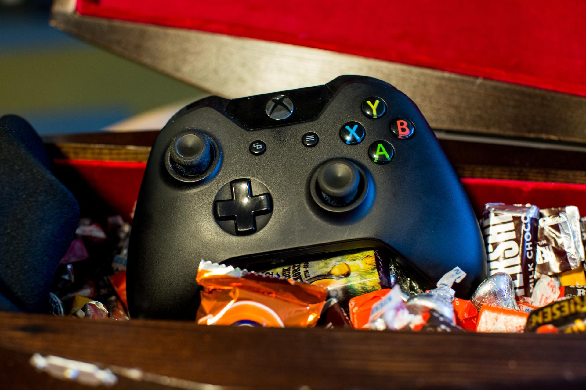Manette Xbox One contre Manette DualShock 4 : Quelle est la meilleure pour les jeux PC ?